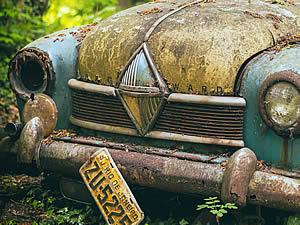 Old-Car-Parts-auto-3368094